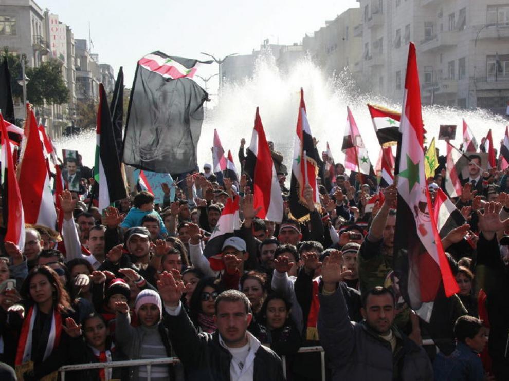 Cientos de sirios se manifiestan a favor del régimen en Damasco