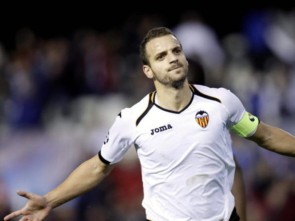El delantero del Valencia, Roberto Soldado, celebrando uno de sus goles