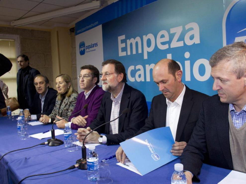 El próximo presidente del Gobierno, Mariano Rajoy, junto al presidente de la Xunta, Alberto Núñez Feijóo, Ana Pastor, Chema Figueroa y Rafael Louzán, entre otros