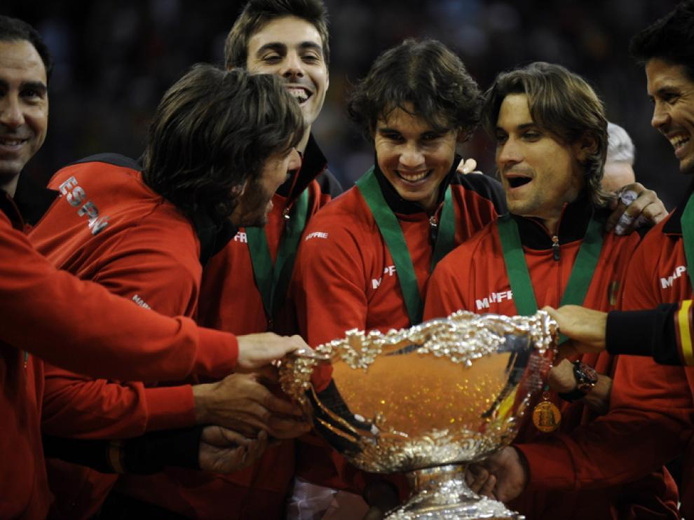 El equipo español de Davis con la Ensaladera