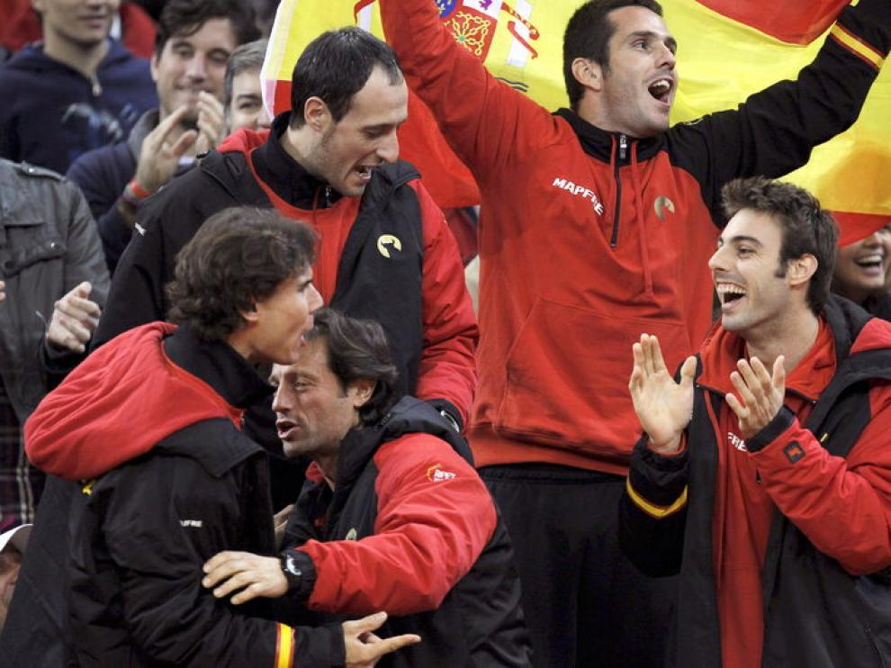 El equipo español celebra un punto