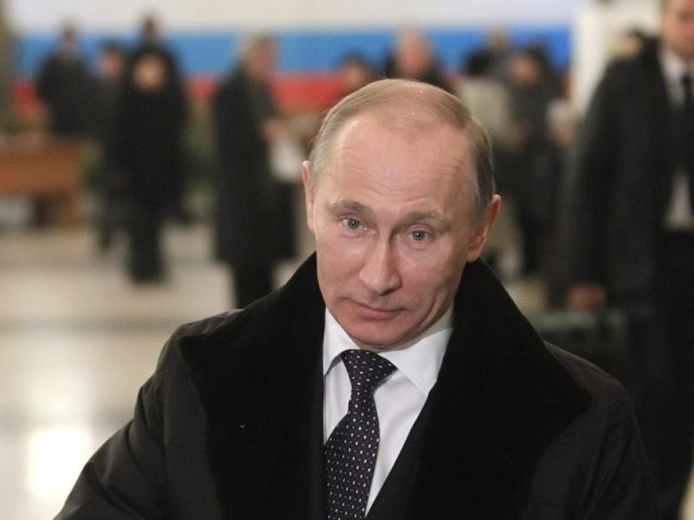 Vladimir Putin durante la jornada electoral en Rusia