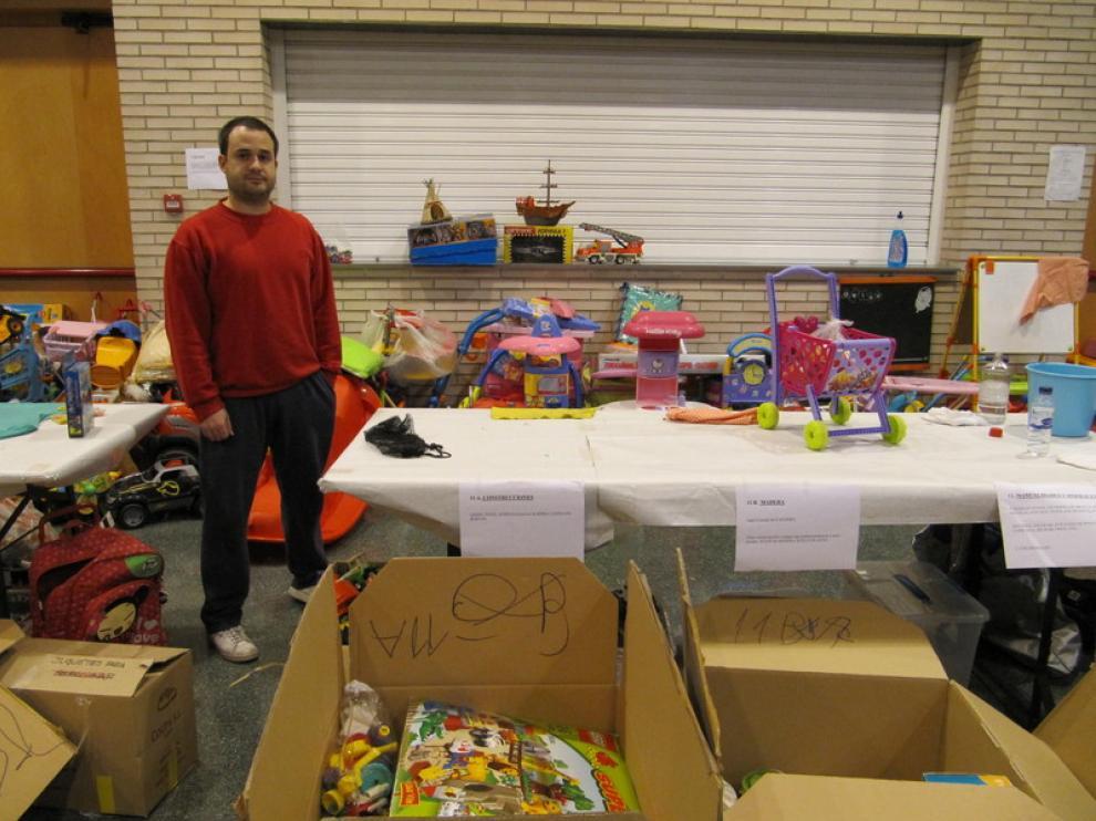 Ramiro Gairín, uno de los voluntarios del rastro de juguetes