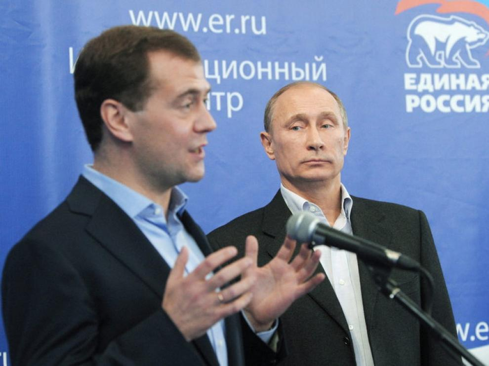 El Presidente ruso, Dmitry Medvedev, junto al Primer Ministro, Vladimir Putin
