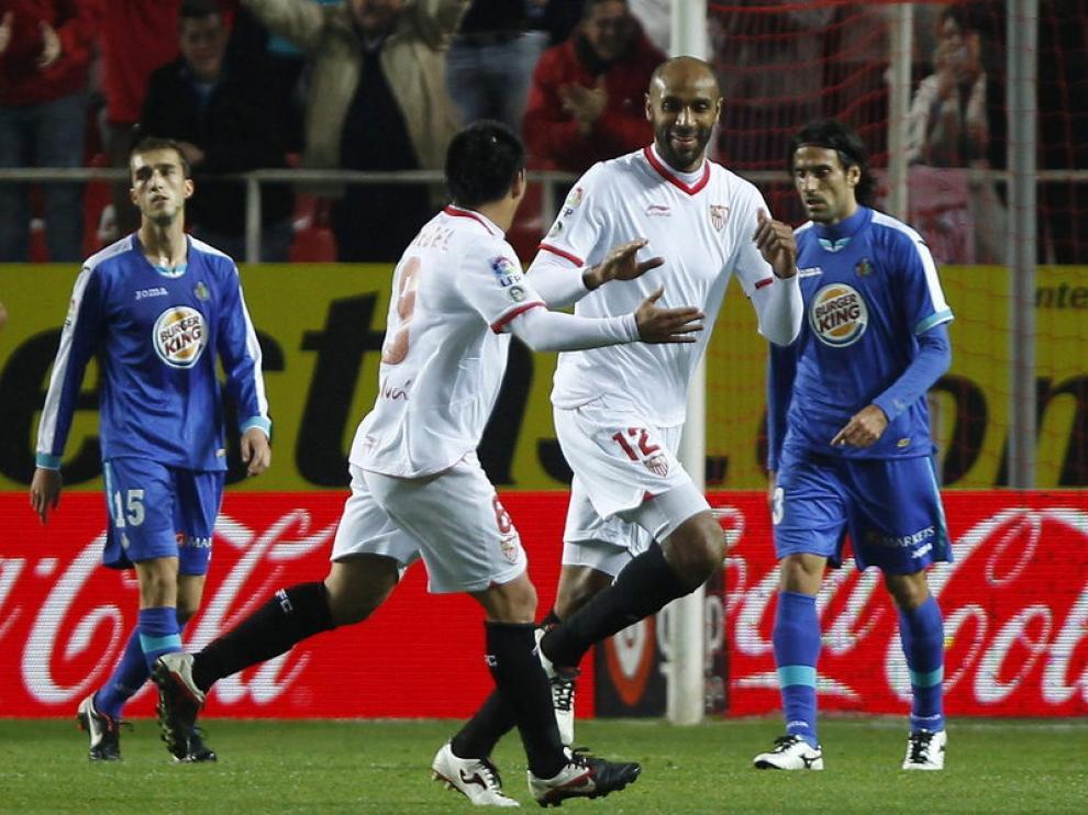 Los sevillistas celebran uno de sus goles