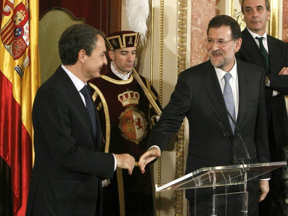 Rajoy y Rodríguez Zapatero se saludan en la celebración del Día de la Constitución