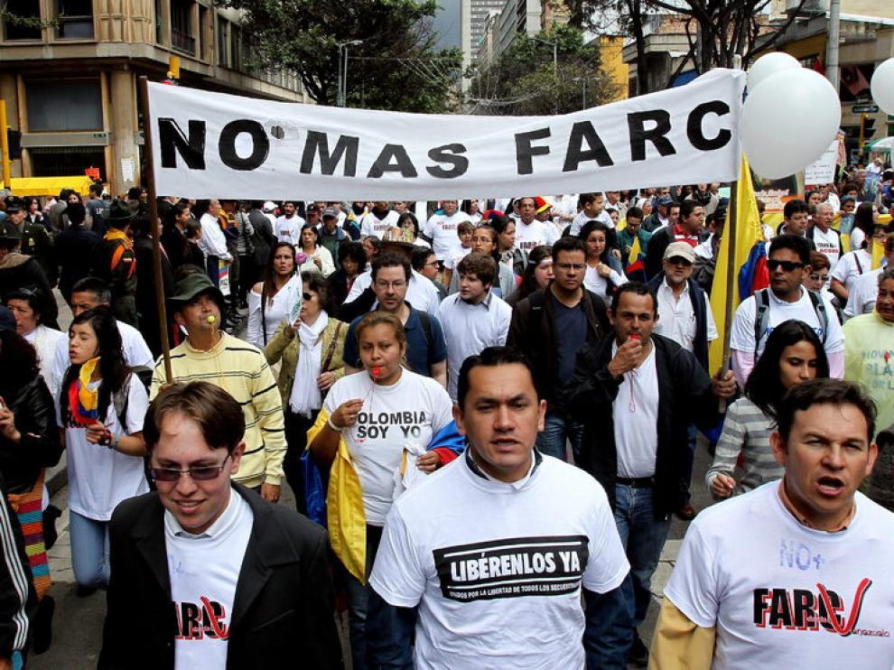 Manifestantes claman por la liberación de los policías y militares secuestrados por las FARC