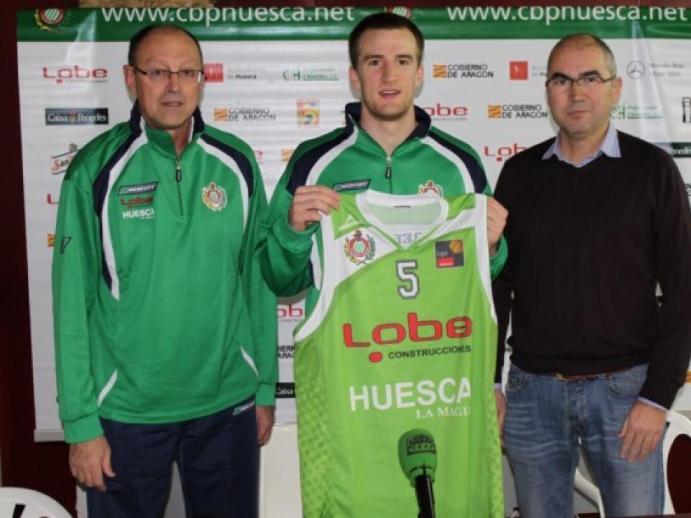 Presentación de Levi Knutson en Huesca