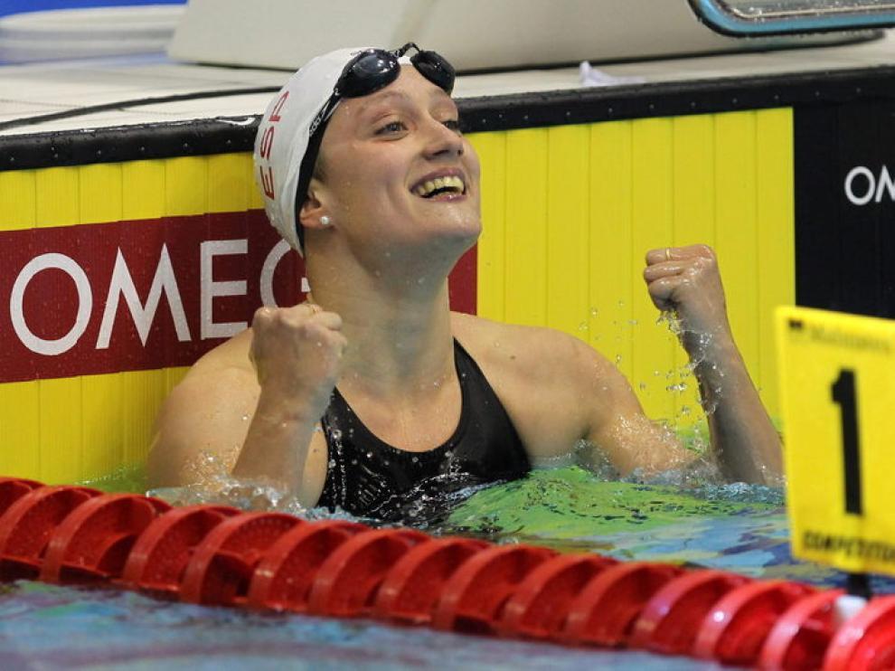 Mireia Belmonte celebra su primera medalla de oro en Polonia