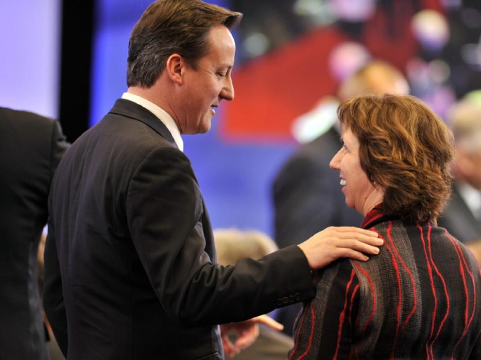 David Cameron y Catherine Ashton, alta representante de la UE para Asuntos Exteriores