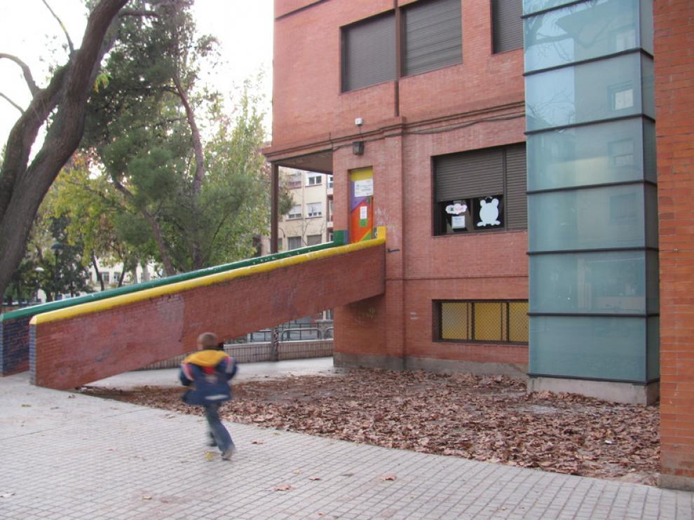 Imagen de la entrada del centro cívico Tío Jorge tomada este viernes