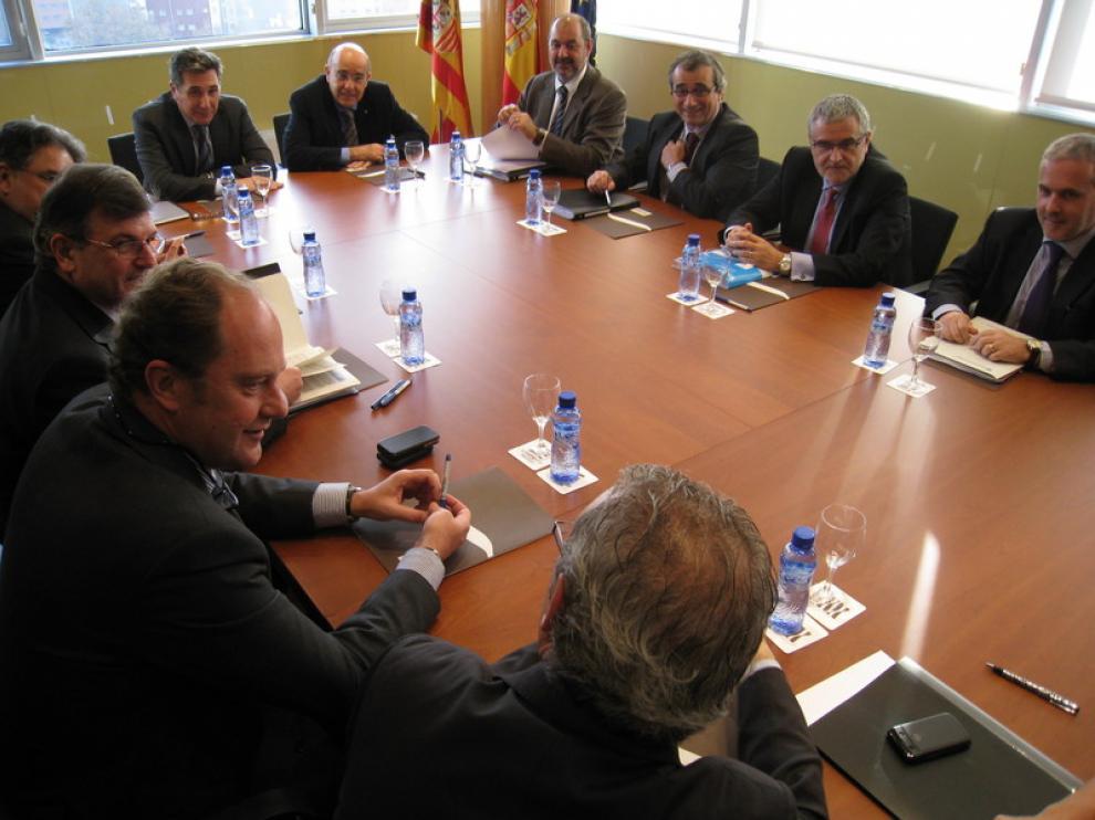 Imagen de la reunión entre los consejeros de Sanidad de Aragón y Cataluña