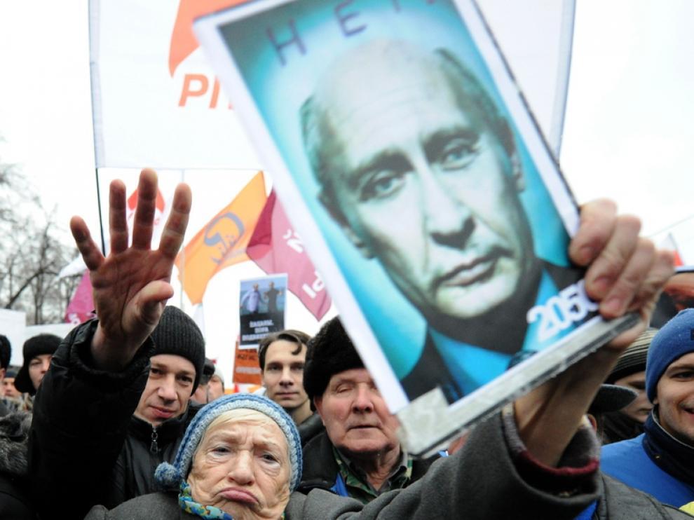 Manifestantes en Moscú protestan por el resultado electoral