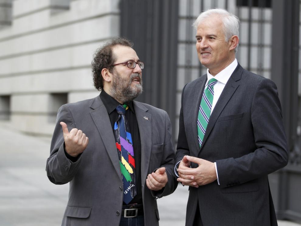 El miembro del Partido Popular, Eloy Suárez, junto al diputado del Congreso de CHA-IU.
