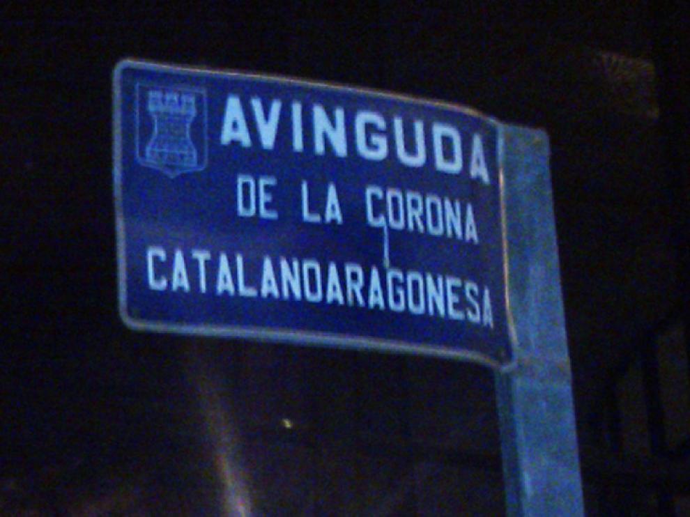 Imagen de la placa colocada en una de las avenidas de Almanzora