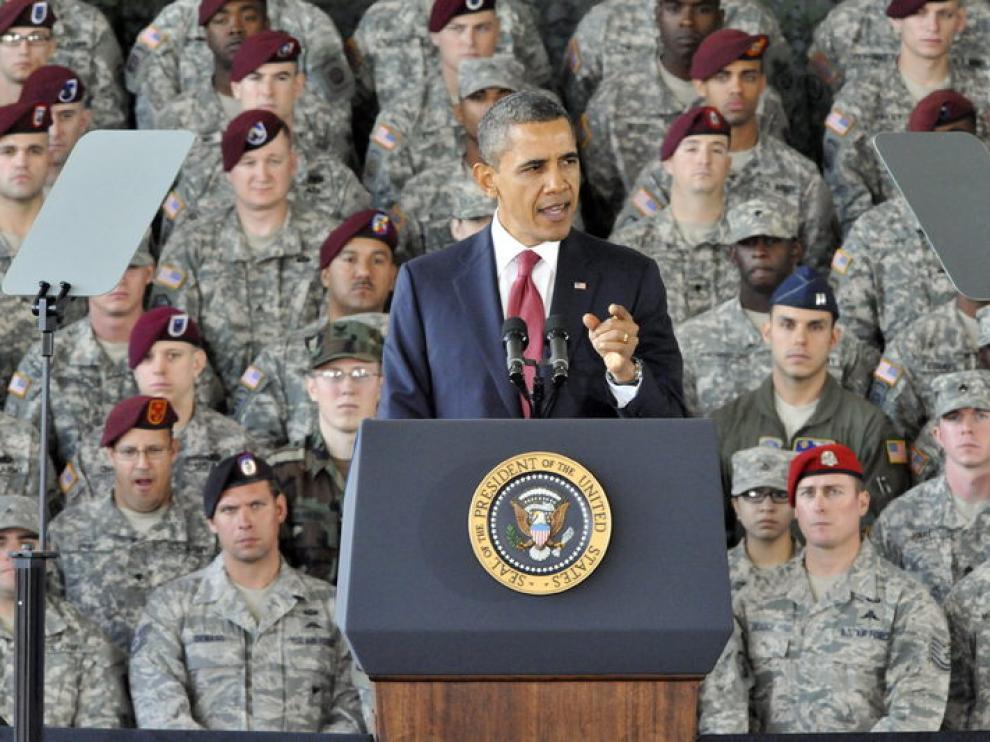 Obama junto a soldados (Archivos)