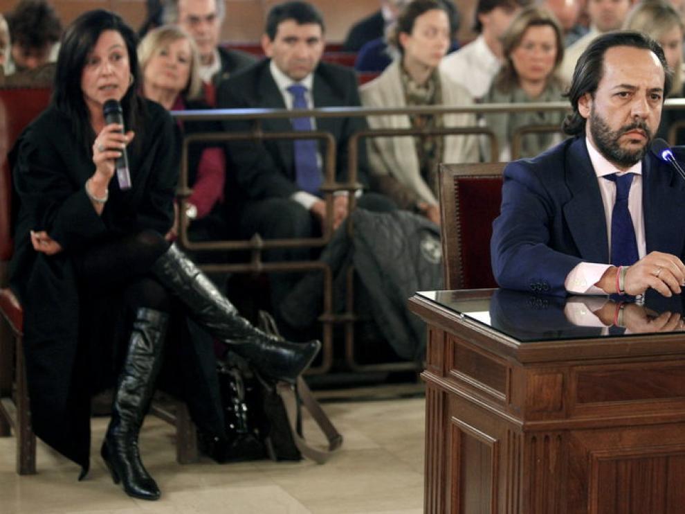 El Bigotes escucha el alegato de su abogada en el juicio por los trajes