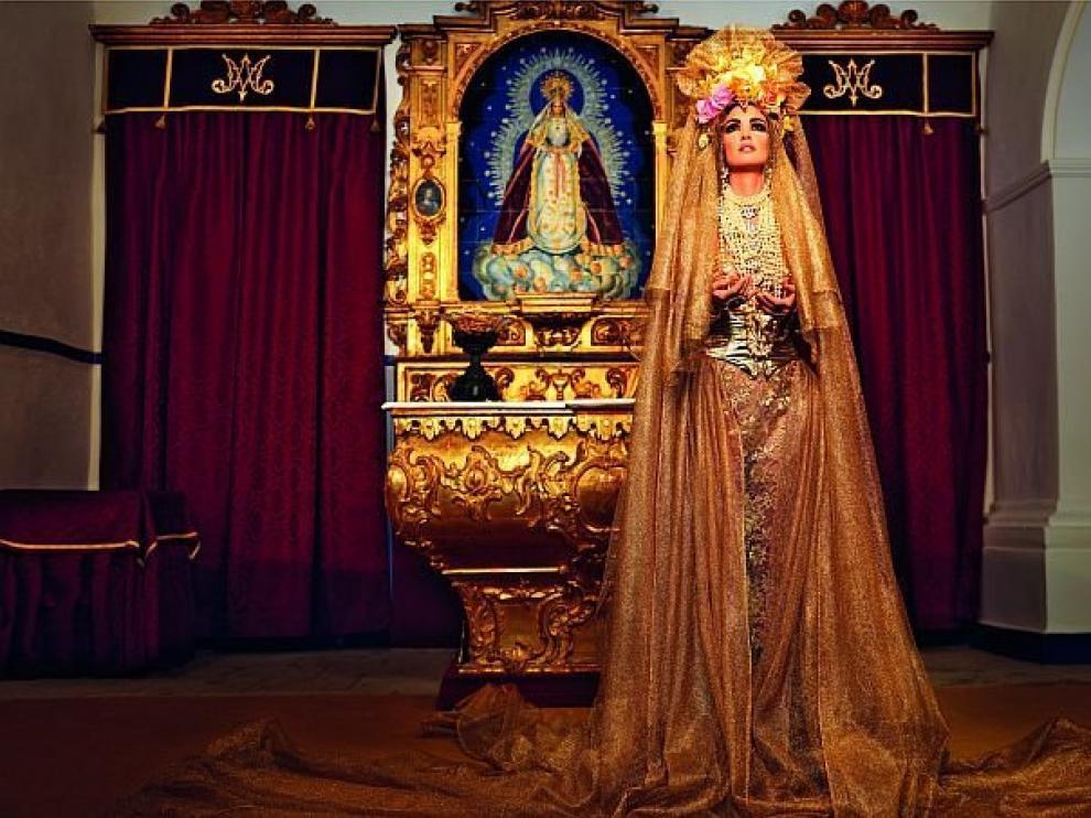 Paz Vega aparece vestida como una virgen