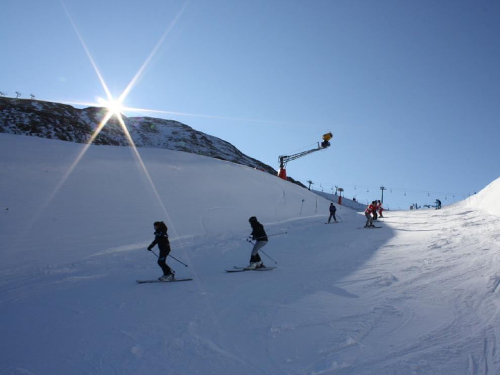 Las pistas de esquí comienzan a animarse, pero las reservas hoteleras están solo al 50%