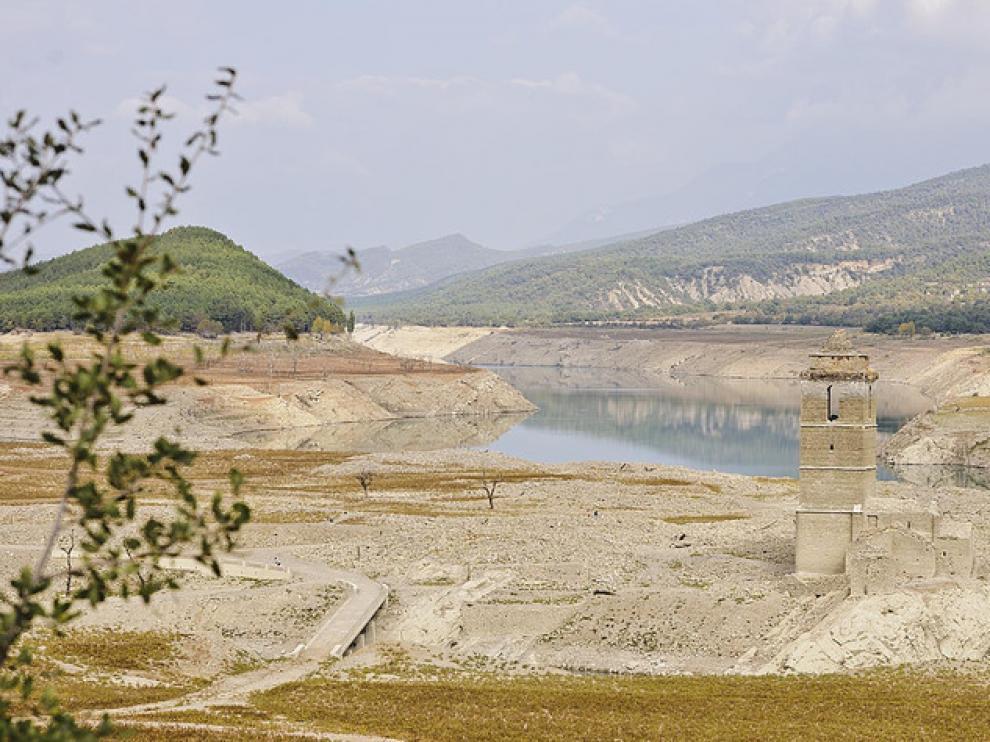 La sequía azota los embalses de la cuenca del Ebro