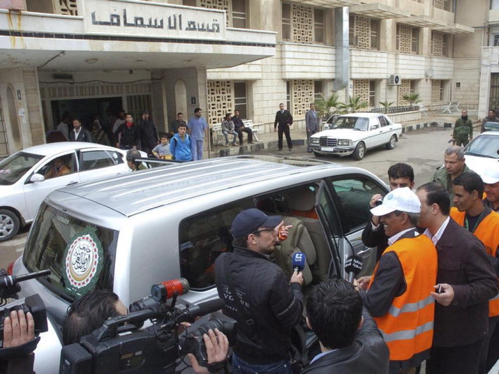 Imagen facilitada por la agencia siria de noticias SANA de los observadores de la Liga Árabe