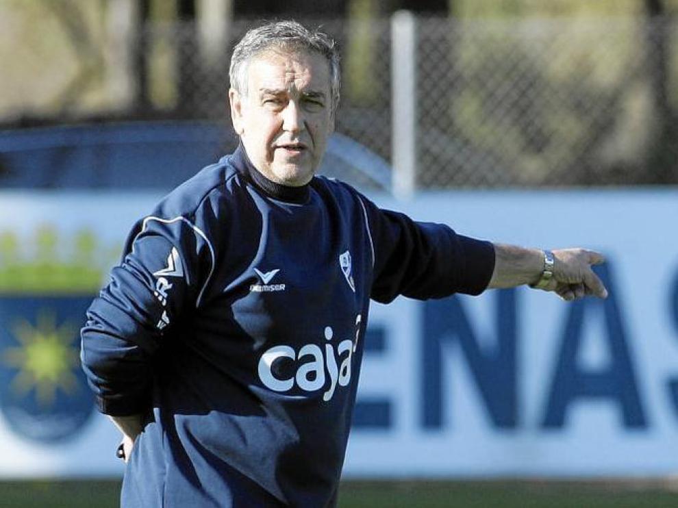 Quique Hernández, durante uno de los entrenamientos de esta temporada en el Instituto Montearagón.