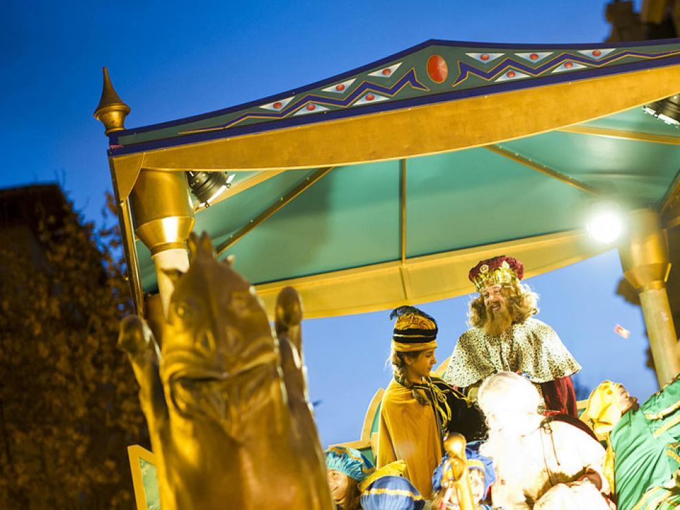 Los Reyes Magos han desfilado por las calles de Zaragoza