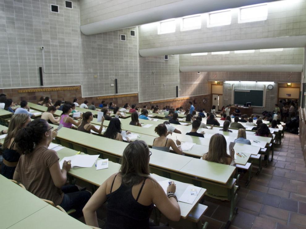 Momentos previos aun examen en la Facultad de Derecho