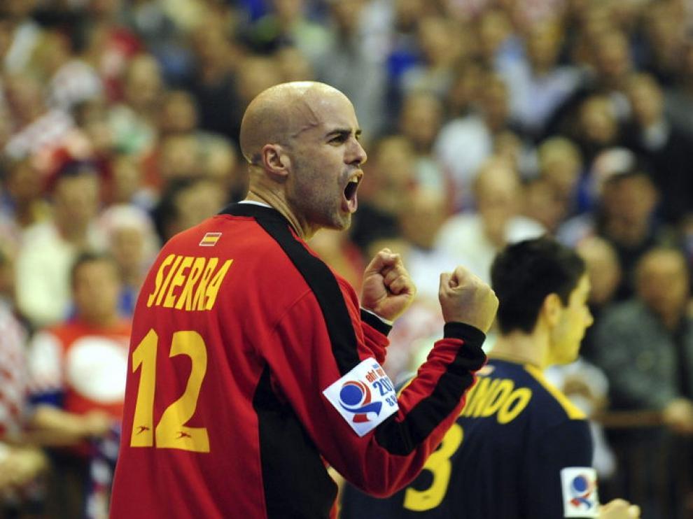 Sierra celebra la victoria española