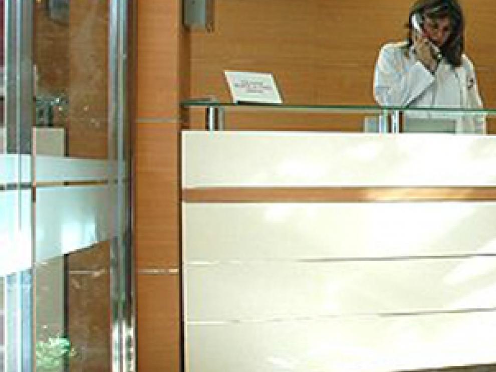 Imagen de la recepción de la Clínica Santiago