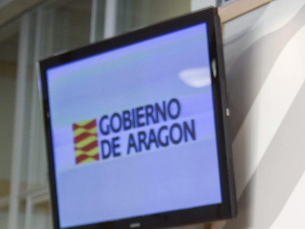 Rafael Fernández de Alarcón (izda.), tras el Consejo de Gobierno