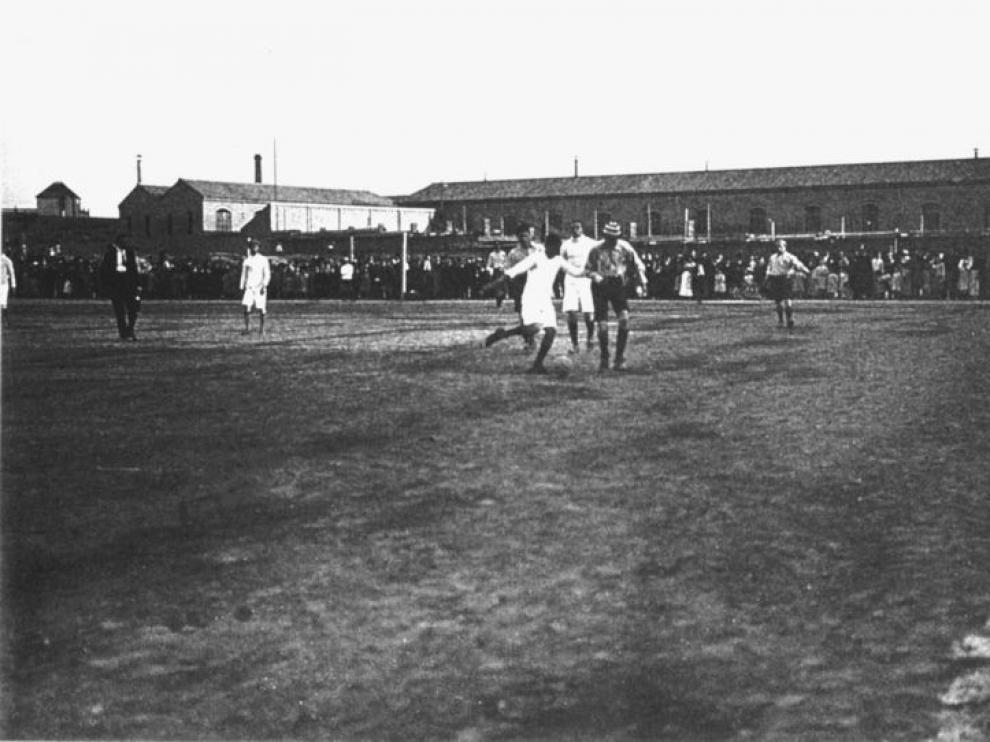 Un partido en el campo del Sepulcro de Zaragoza a comienzos del siglo XX