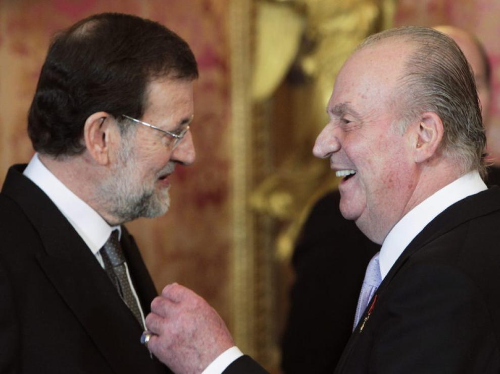 El Rey habla con Rajoy en el Palacio Real