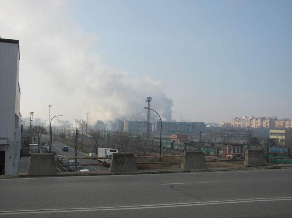El humo sigue presente en la zona del Picarral