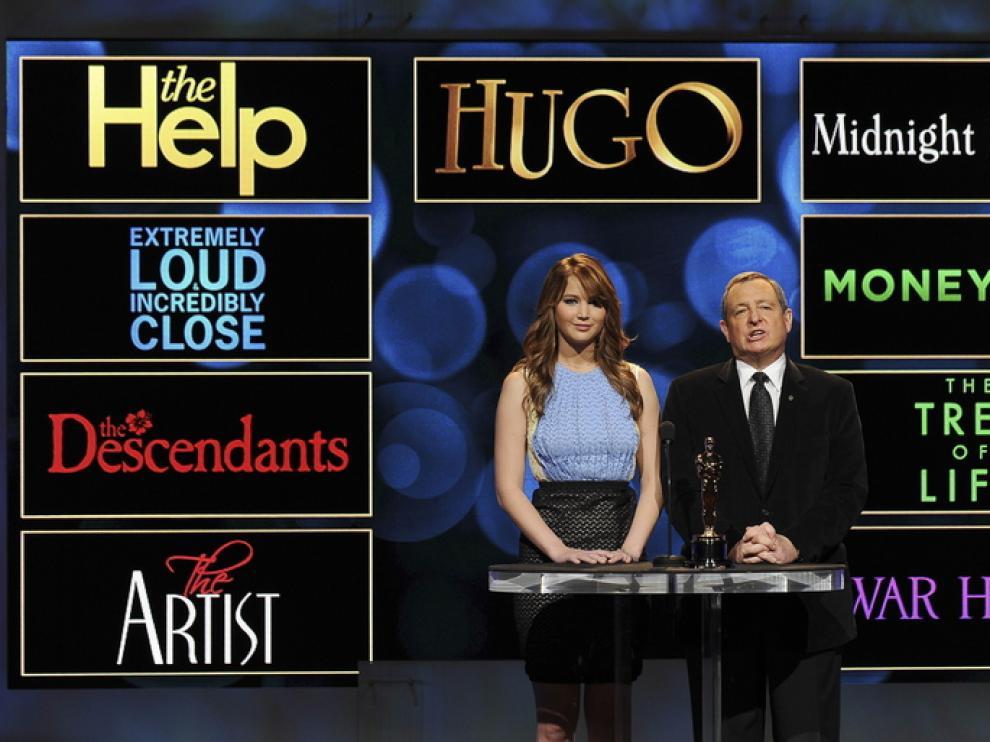 Jennifer Lawrence y Tom Sherak fueron los encargados de dar la buena noticia a los afortunados.