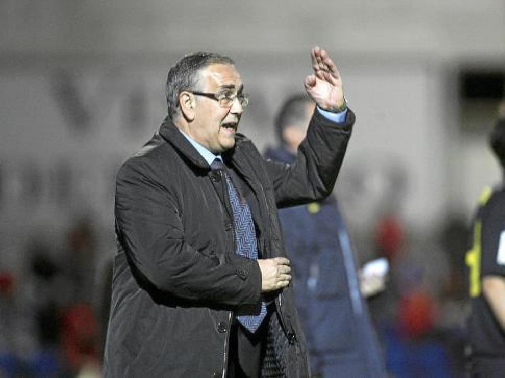 Hernández gesticula tras un lance del partido de ida contra el Barcelona B en El Alcoraz.