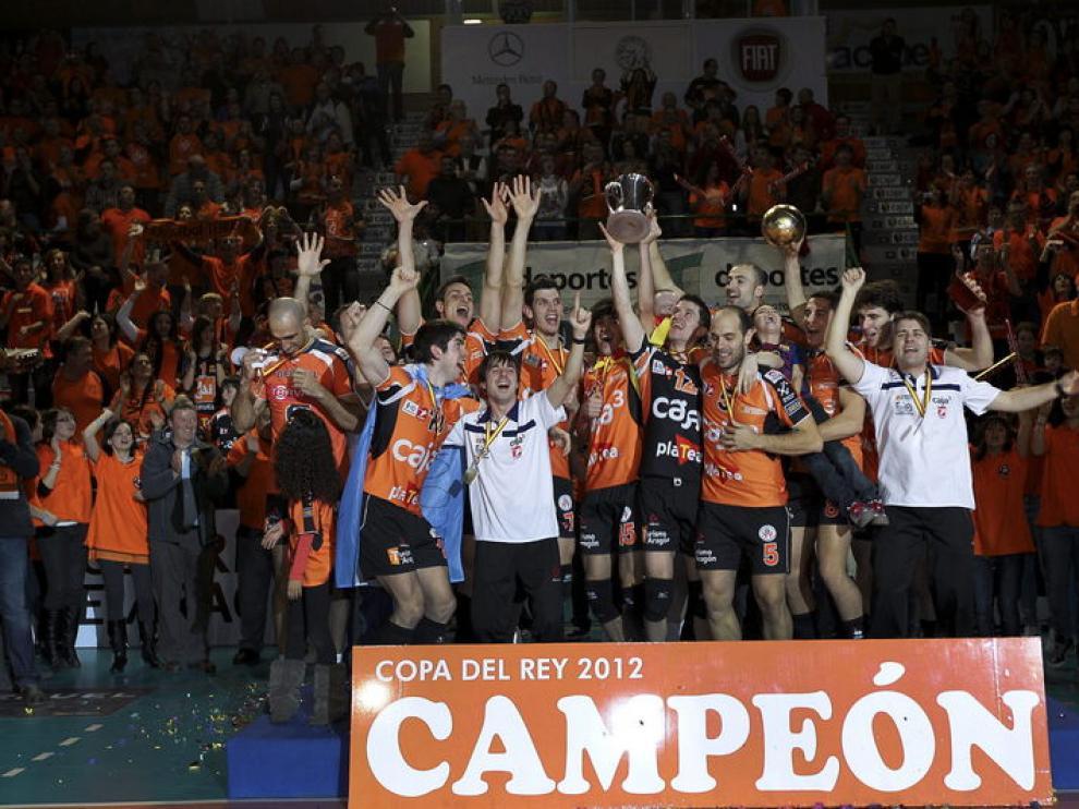 Los jugadores del Caja3 Teruel celebran su victoria en la Copa del Rey
