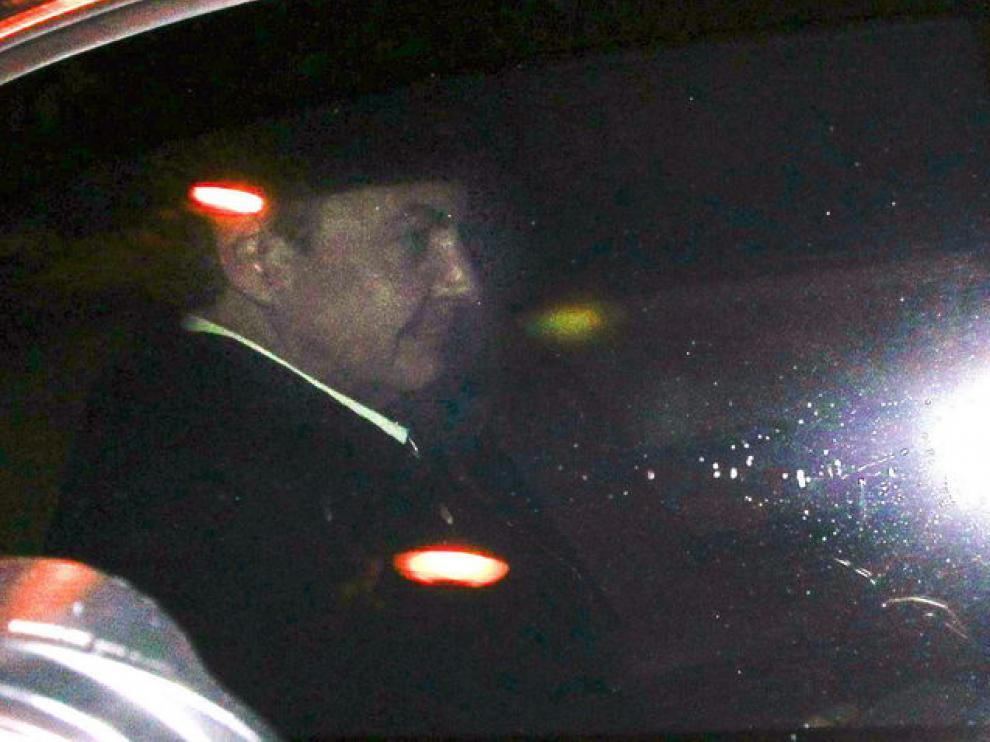 Zapatero llegando a su cena de despedida en Ferraz