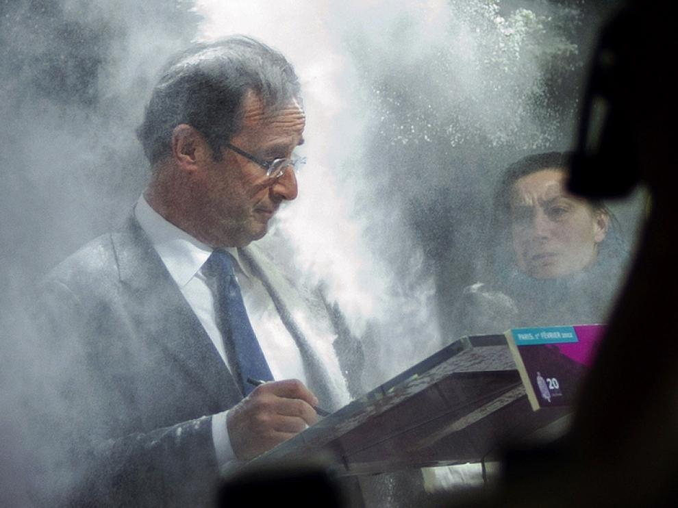 Hollande, en la imagen donde le embadurnan con harina