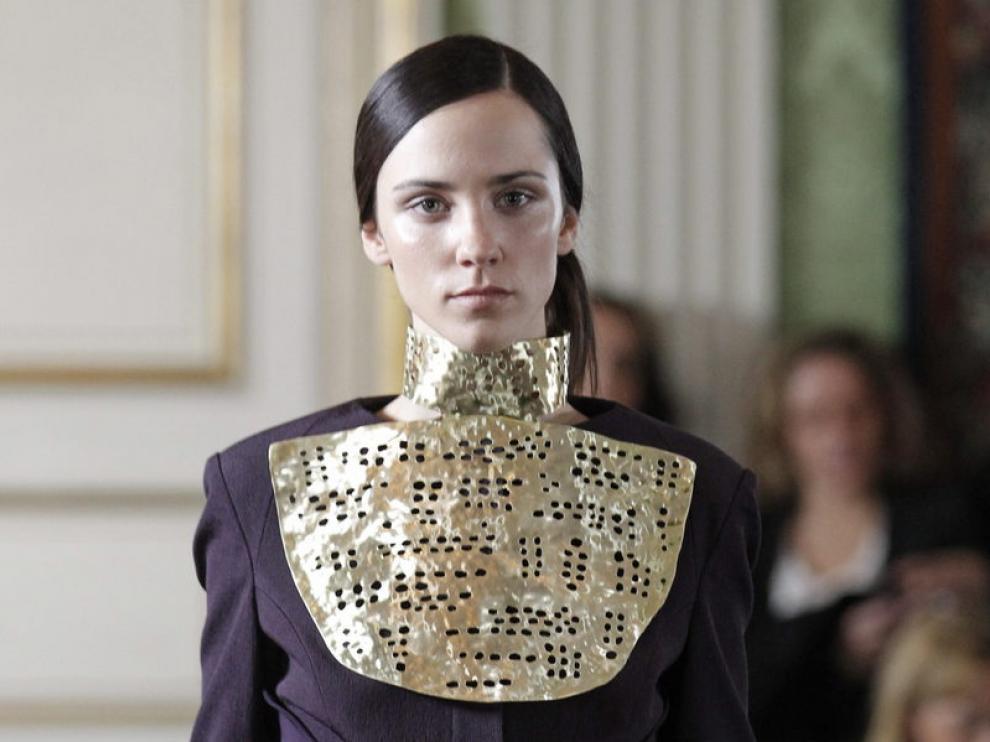 Alvarno presentó dentro del 'Off' de Cibeles una colección inspirada en la alta costura francesa