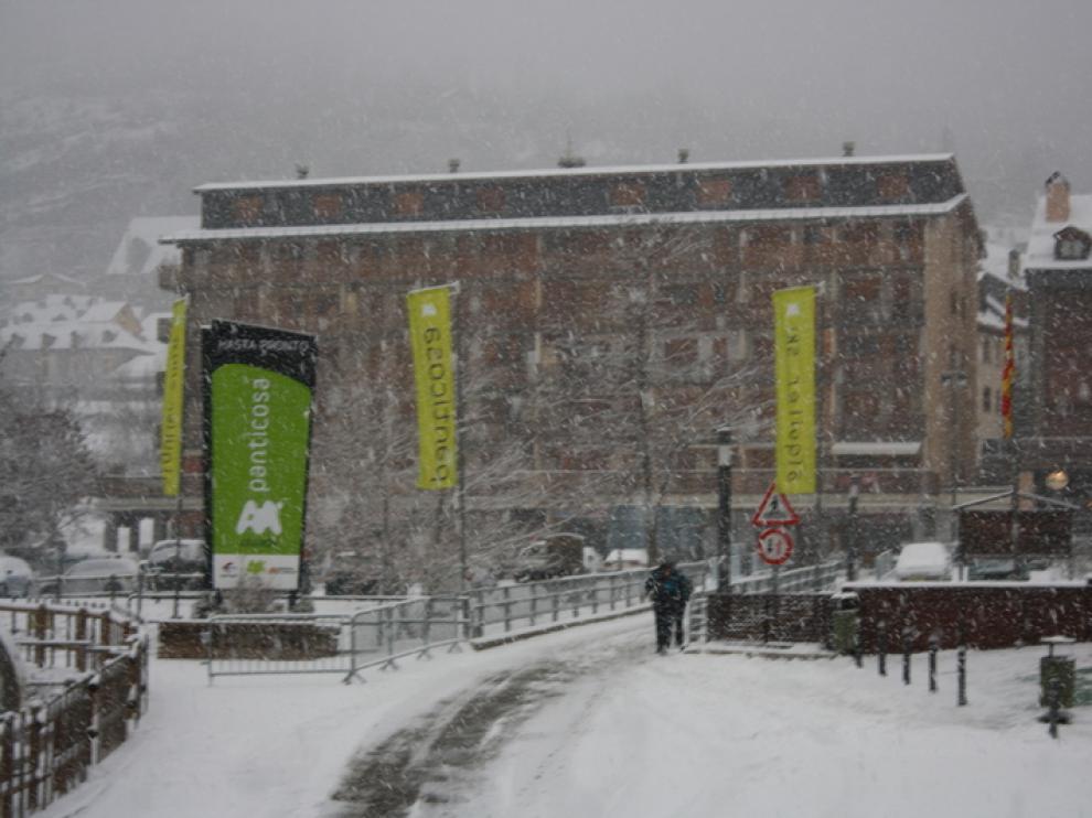 Copiosa nevada en Panticosa