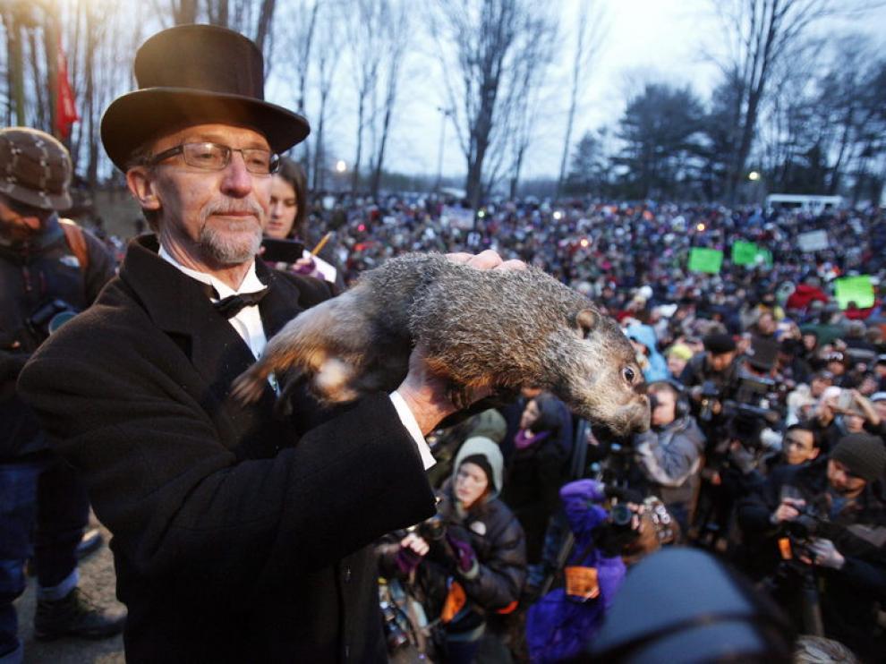 La marmota Phil despierta prediciendo más invierno