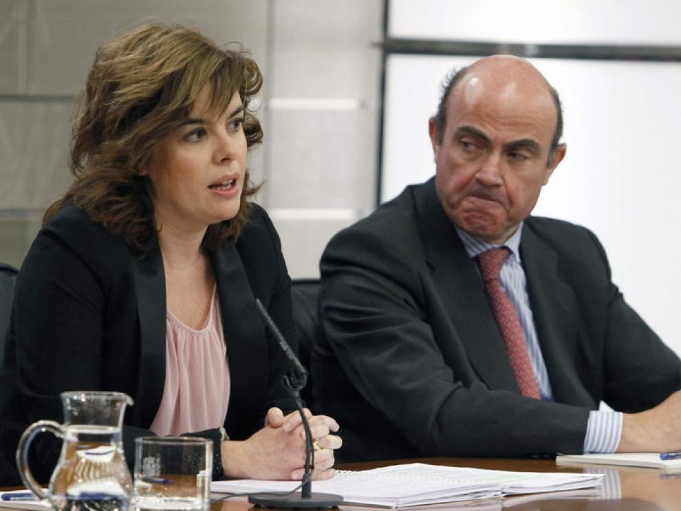 Soraya Sáez de Santamaría junto al ministro de Economía, Luis de Guindos