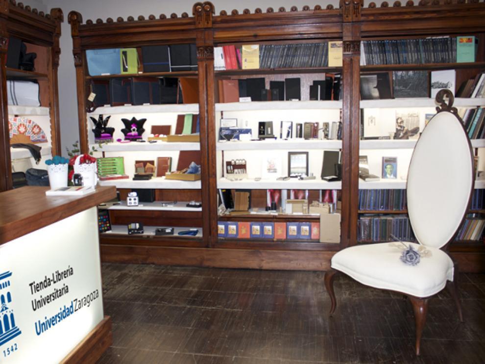 Interior de la tienda librería, en el edificio Paraninfo
