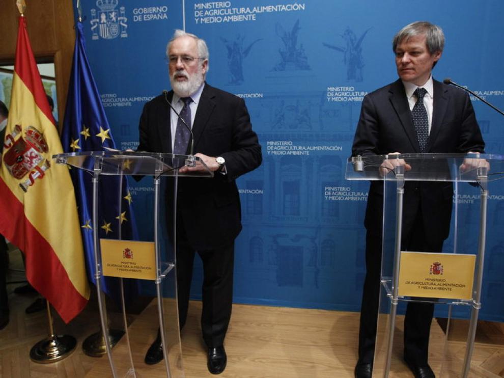 El ministro de Agricultura, Miguel Arias Cañete, y el comisario europeo de Agricultura