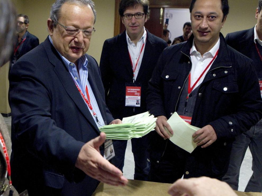 Txiki Benegas ha entregado los avales de Rubalcaba