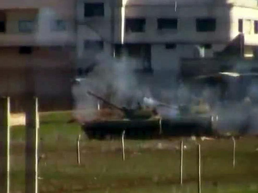 Imágen de un vídeo colgado en Youtube sobre la supuesta represión del régimen sirio en Homs