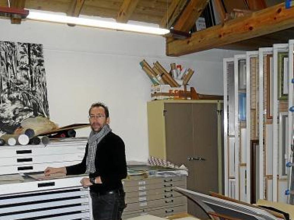 Alfredo Gavín, en el archivo del Museo de Dibujo.