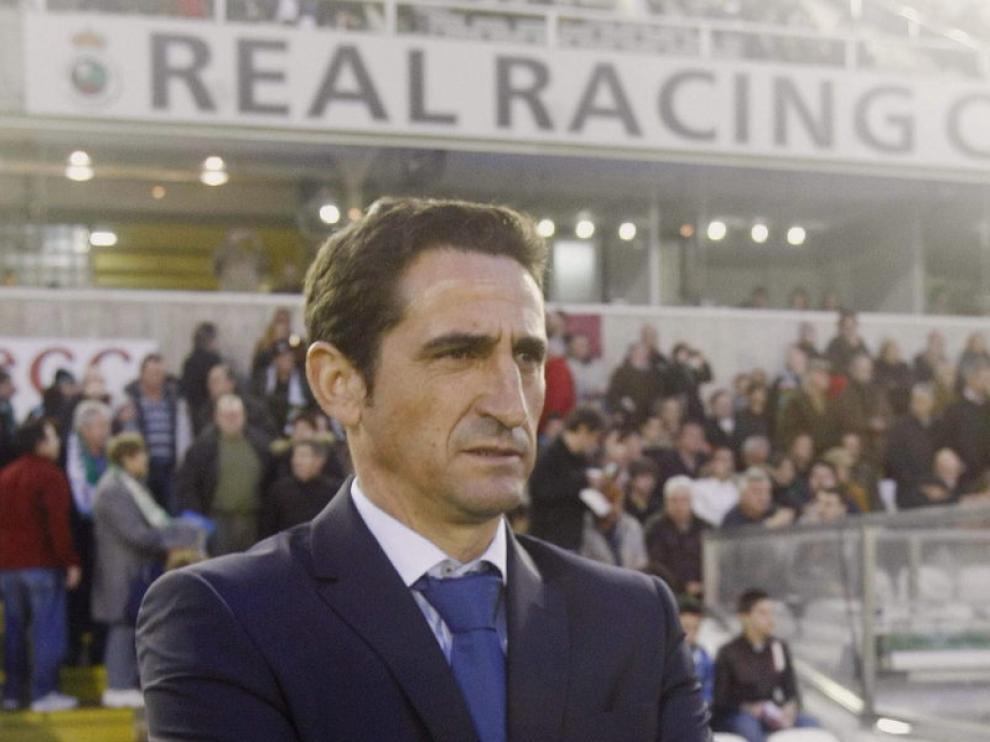 Manolo Jiménez, entrenador del Real Zaragoza, durante el encuentro frente al Racing de Santander.