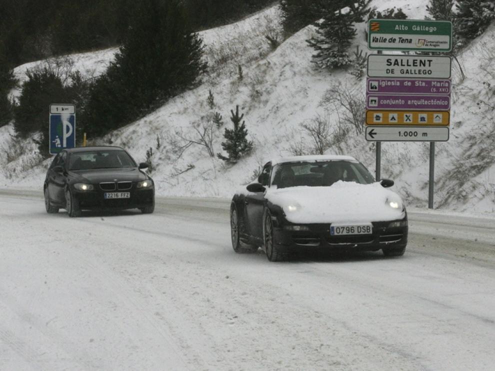 Imagen de una carretera con nieve en Sallent de Gállego.